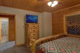 6 bedroom cabin with air hockey game and Theater