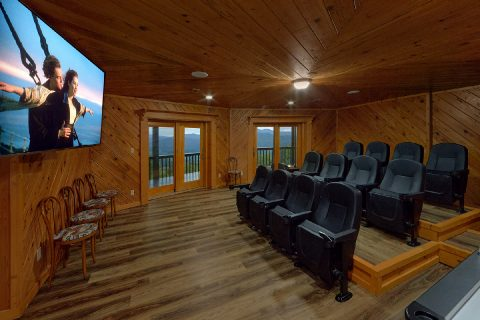Luxurious cabin rental with 4 King bedrooms - Top Of The World