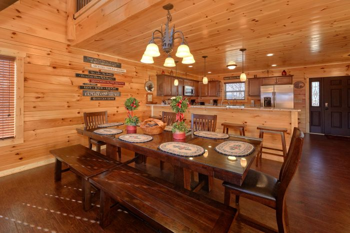 5 Bedroom Cabin with a Dining Room Table - TrinQuility View