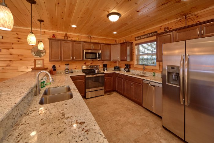 5 Bedroom Cabin with a Large Walk-In Kitchen - TrinQuility View