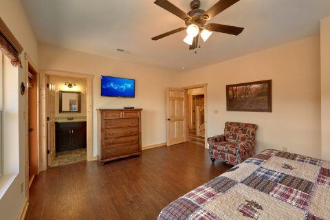 5 Bedroom Pool Cabin with Walk-In Closets - TrinQuility View
