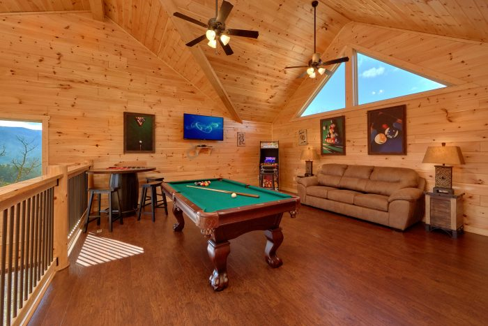 5 Bedroom Pool Cabin with a Game Room - TrinQuility View