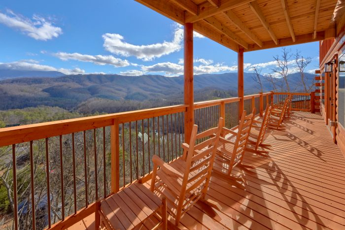 5 Bedroom Cabin with Rocking Chairs on the decks - TrinQuility View