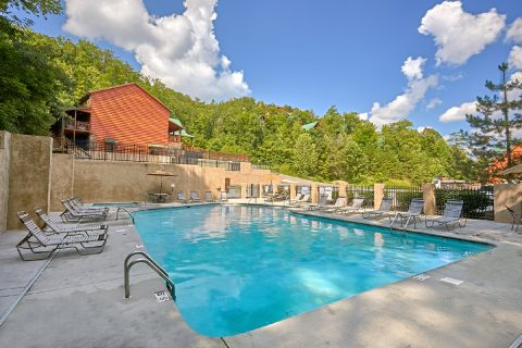 Cabin with an Outdoor Resort Swimming Pool - TrinQuility View