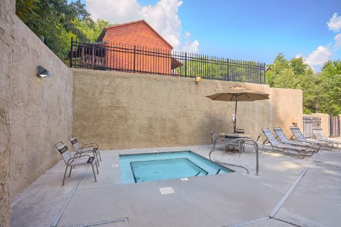 5 Bedroom Cabin with a Kid Friendly Resort Pool - TrinQuility View