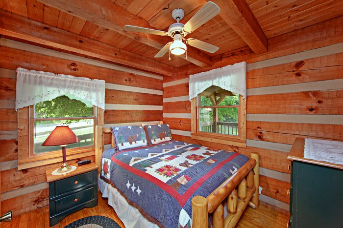 Cabin with King Bedroom - Tucked Away