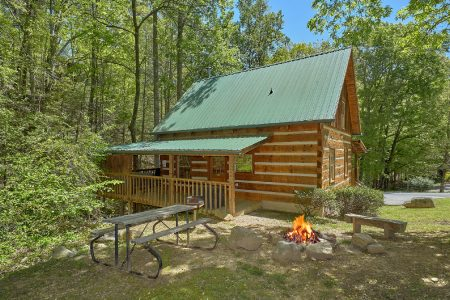 Dutch's Den: 1 Bedroom Sevierville Cabin Rental