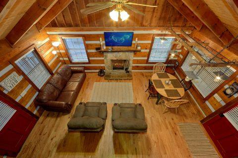 Sky Harbor 2 Bedroom Cabin Sleeps 6 - Two Cubs Den