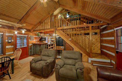 2 Bedroom Cabin Sleeps 6 - Two Cubs Den