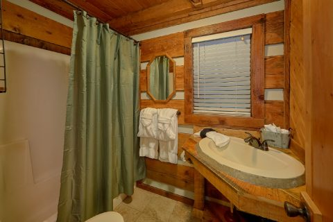 2 Bedroom 2 Bath Cabin Sleeps 6 - Two Cubs Den