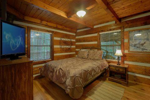 Main Floor Bedroom 2 Bedroom Cabin - Two Cubs Den