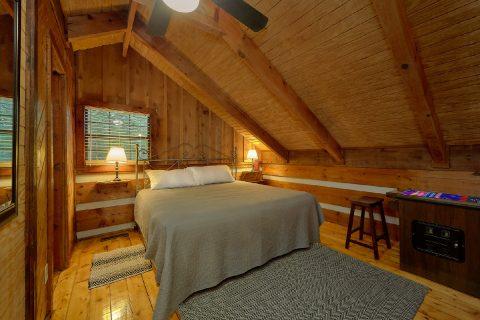 Top Floor Open Loft Bedroom - Two Cubs Den