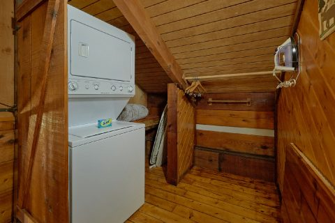 Stacked Washer and Dryer 2 Bedrrom Cabin - Two Cubs Den