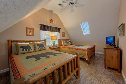3 Bedroom cabin with 2 queen beds in bedroom - Up to Nut'n