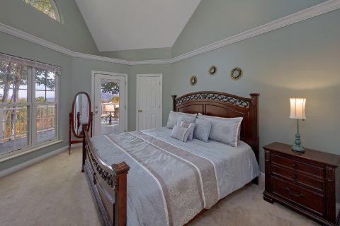 Luxurious Master Bedroom Gatlinburg Chalet - Victoria's Queen