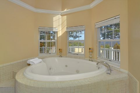 Private Jacuzzi Tub - Victoria's Queen
