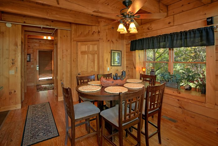 Beautiful 3 Bedroom Gatlinburg Cabin Sleep 12 - View Topia Falls