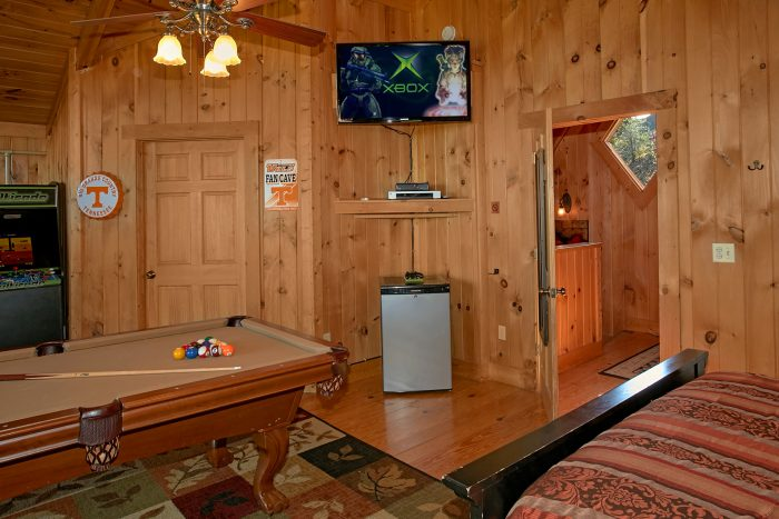 Large Loft with Game Table - View Topia Falls