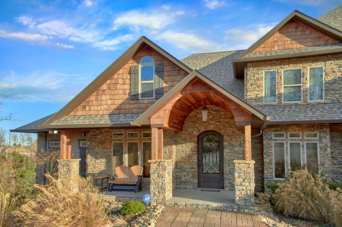 Luxurious Vacation Rental Home with 3 car garage - Bluff Mountain Lodge