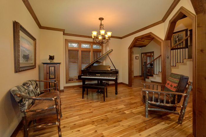 Premium Cabin with a Grand Piano and Fireplace - Bluff Mountain Lodge