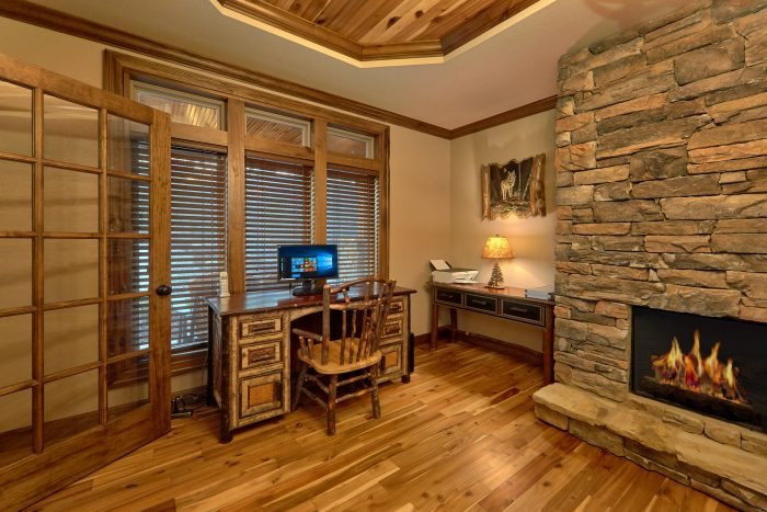 Luxury Cabin with Home Office and Computer - Bluff Mountain Lodge