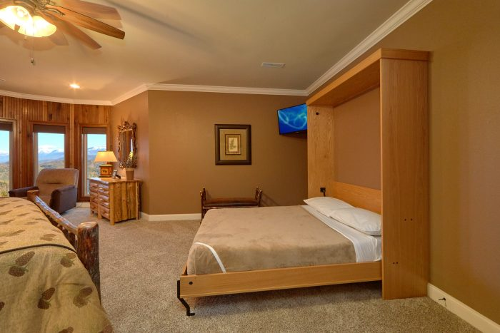 Large King Bedroom with queen Murphy bed - Bluff Mountain Lodge