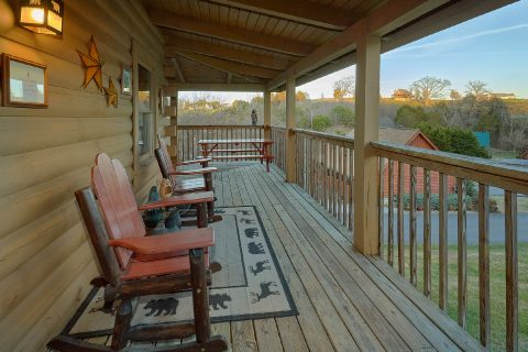 Cozy 2 bedroom cabin with picnic table - Wander Back Inn