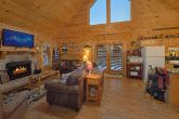 Rustic 2 bedroom cabin with spacious living room