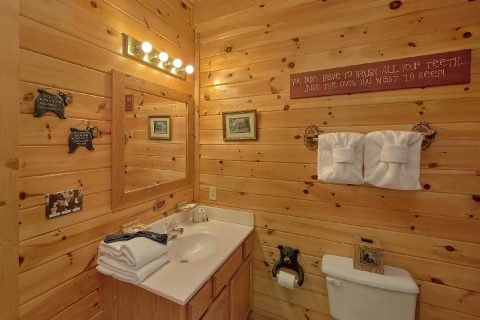 2 bedroom cabin with private Master Bath - Wander Back Inn