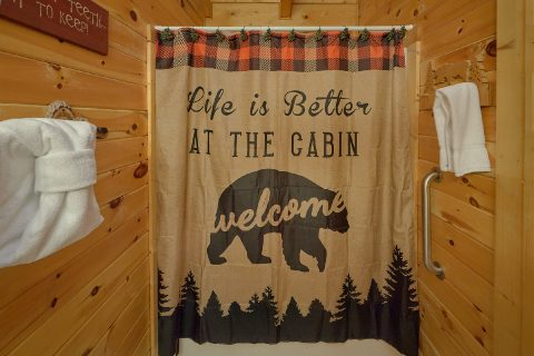 Rustic 2 bedroom cabin with Private Master Bath - Wander Back Inn