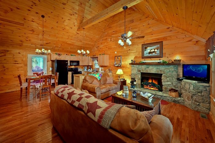 Premium Cabin with Fireplace and Flat Screen TV - Whispering Pond