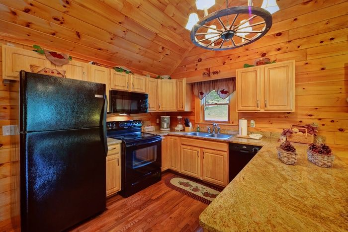 Honey Moon Cabin with Fully Equipped Kitchen - Whispering Pond