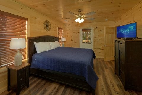 Cabin with 4 King Master Bedrooms - Whistling Dixie