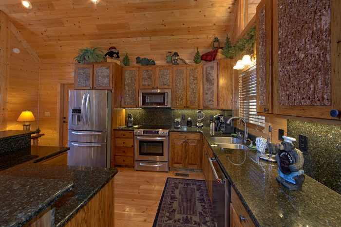 Premium 6 Bedroom Cabin with Luxurious Kitchen - Wilderness Lodge