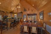 6 Bedroom cabin with Spacious Dining Room