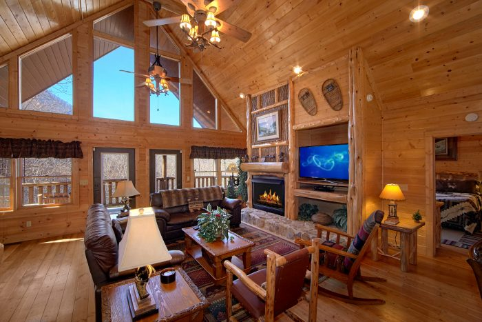 Luxurious 6 Bedroom Cabin with Fireplace - Wilderness Lodge