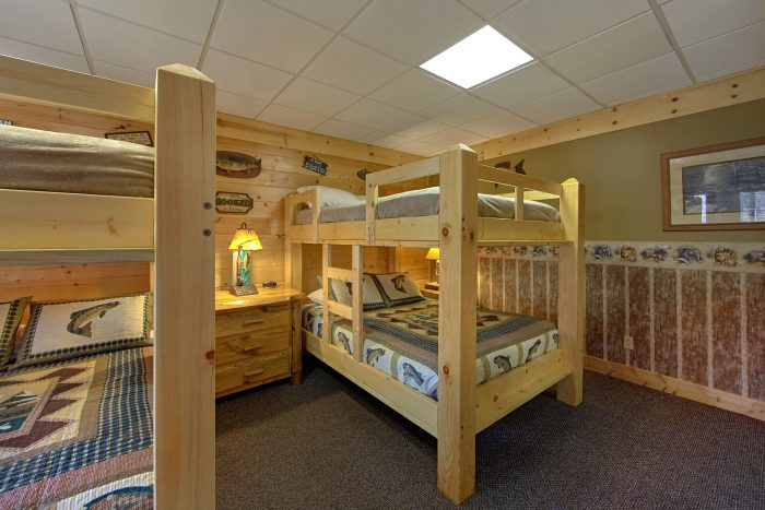 Group Size Cabin with 2 Sets of Queen Bunk Beds - Wilderness Lodge