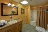 Luxury Cabin with 6 bathrooms and Jacuzzi Tub