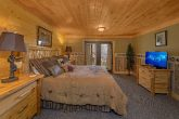 Luxury Cabin with 4 King Suites and Bathrooms