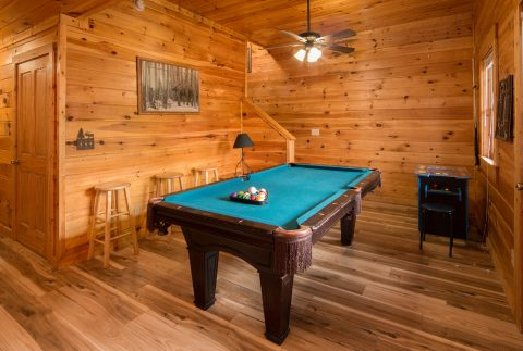 Game room in 5 bedroom cabin with arcade game - Wilderness Lodge