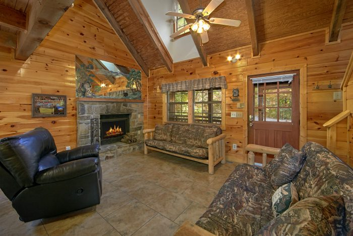 3 Bedroom Cabin Sleeps 10 in Pigeon Forge - Wolves Den